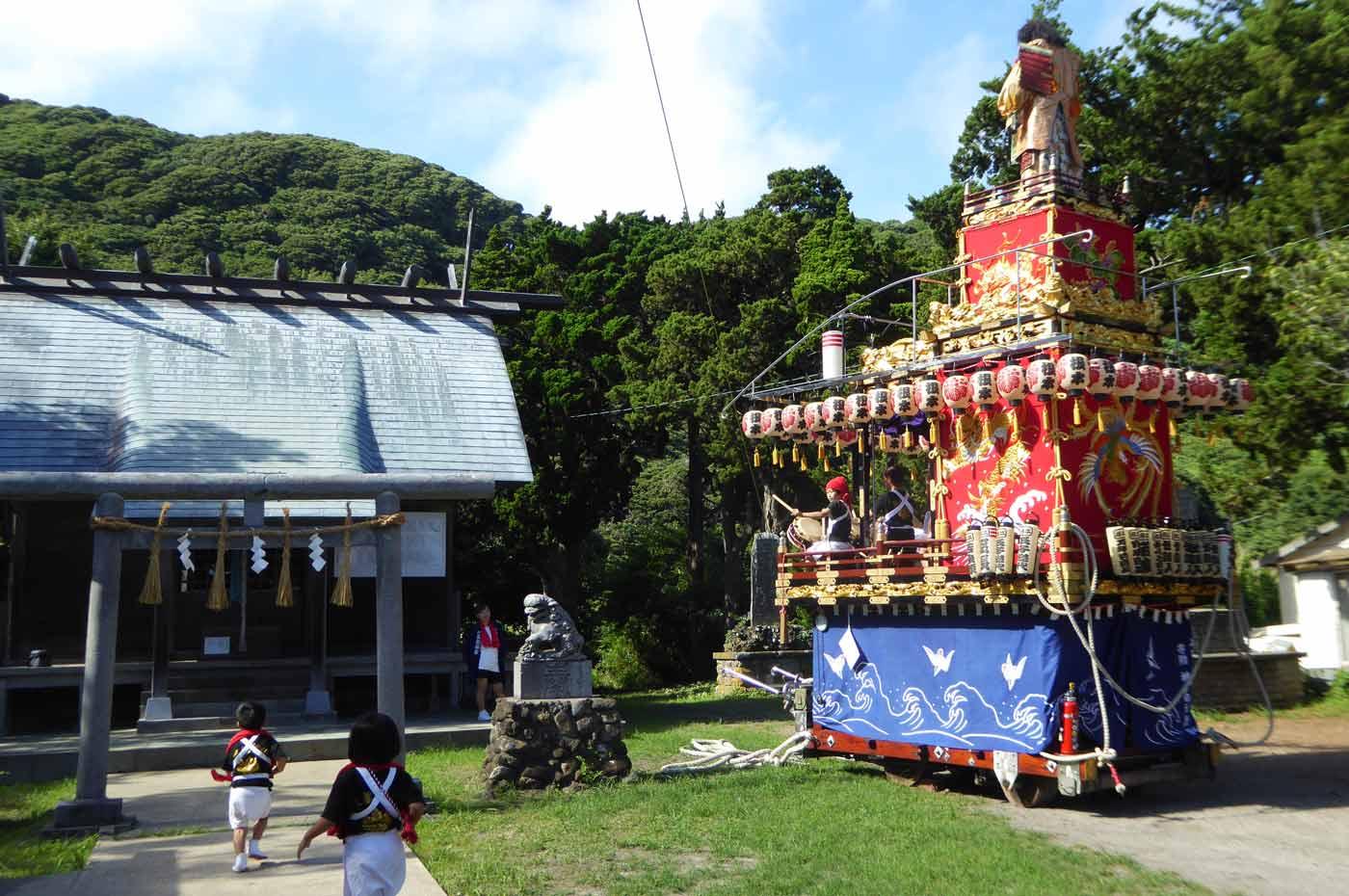 三嶋神社拝殿と根本地区の山車