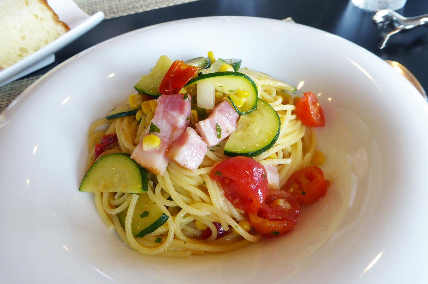 ベーコンと夏野菜のオイルソーススパゲティー