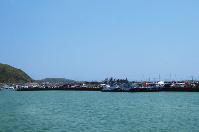 船形港まつりを魚市場から撮影