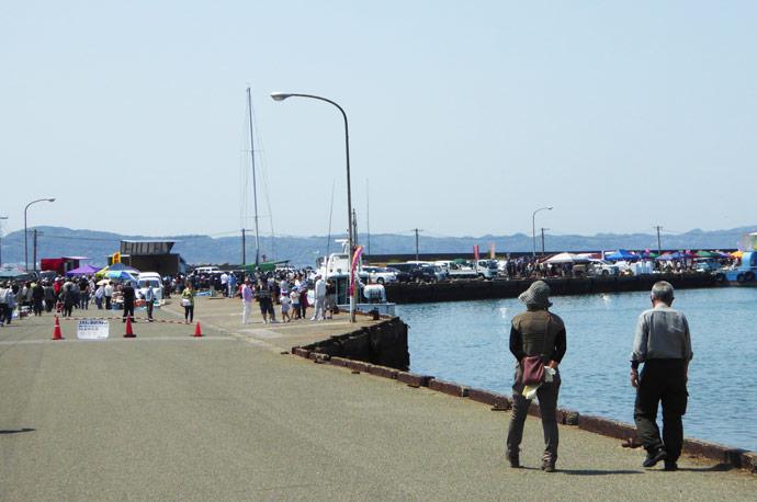 船形港まつりの入口周辺