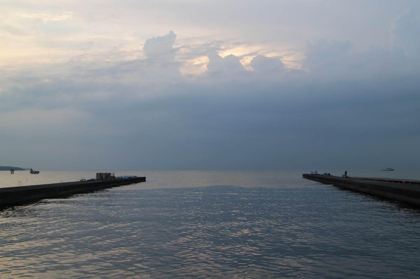 汐入川河口の防波堤