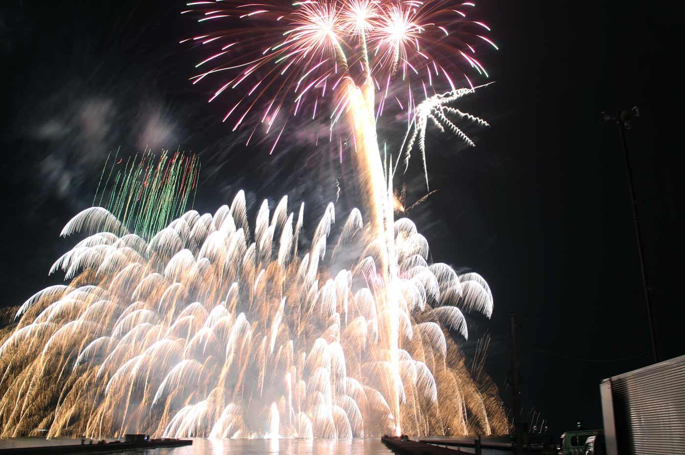 水中花火と打上げ花火のコラボ