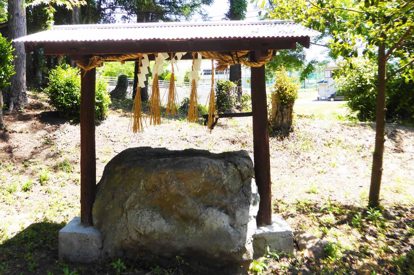 手水舎と手水石