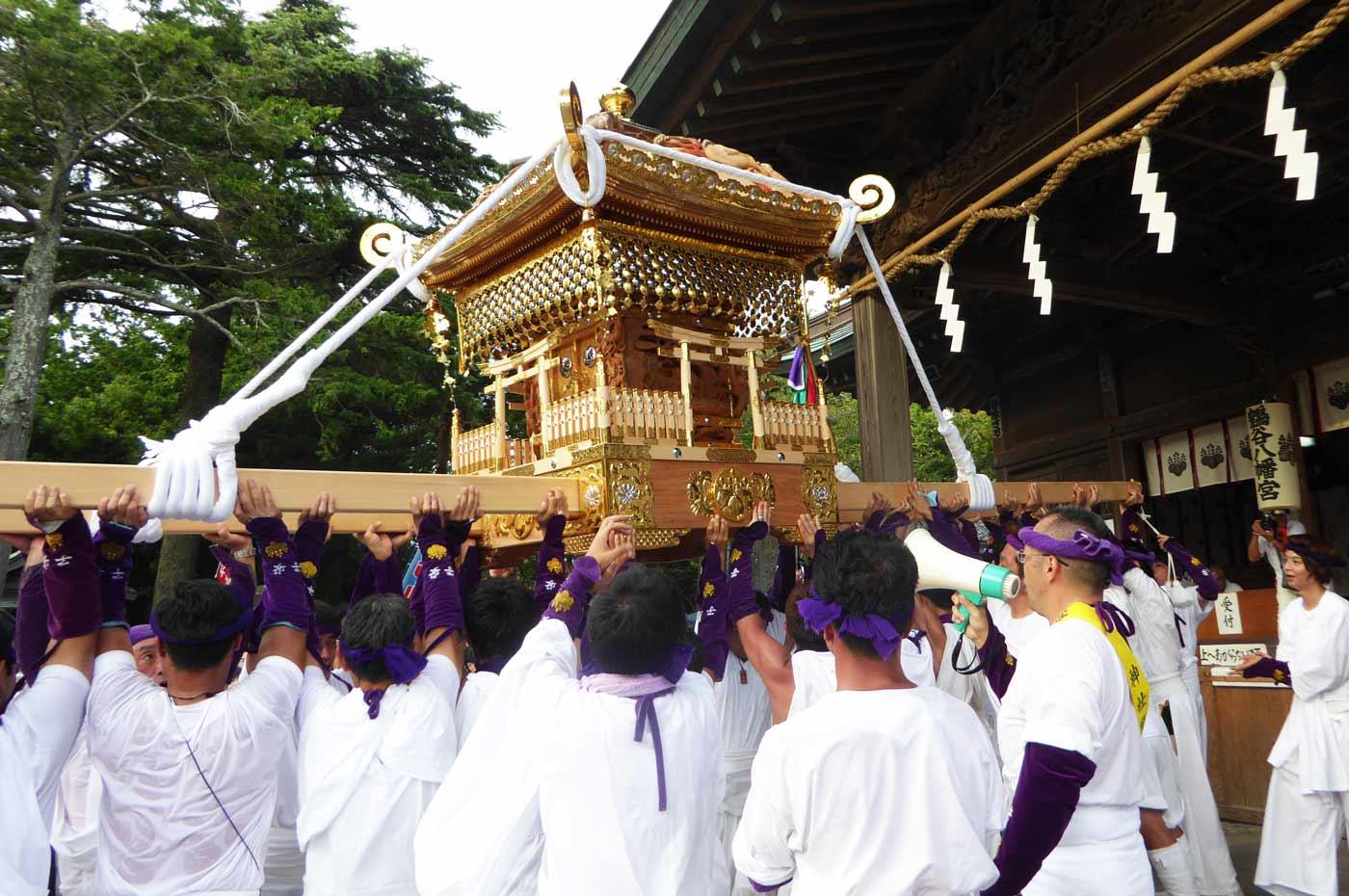 やわたんまちに出祭する子安神社の神輿