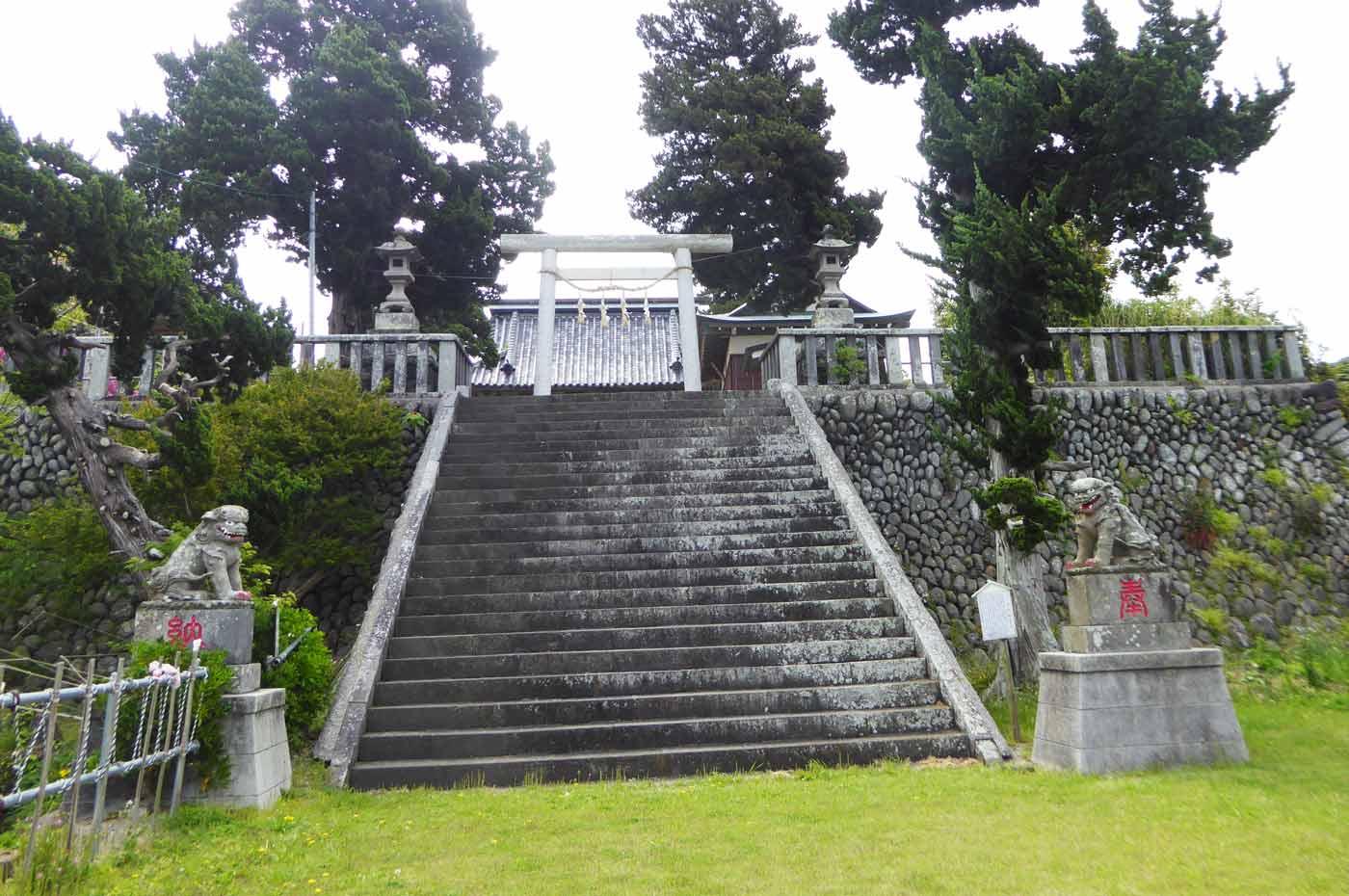 布良崎神社の下の境内