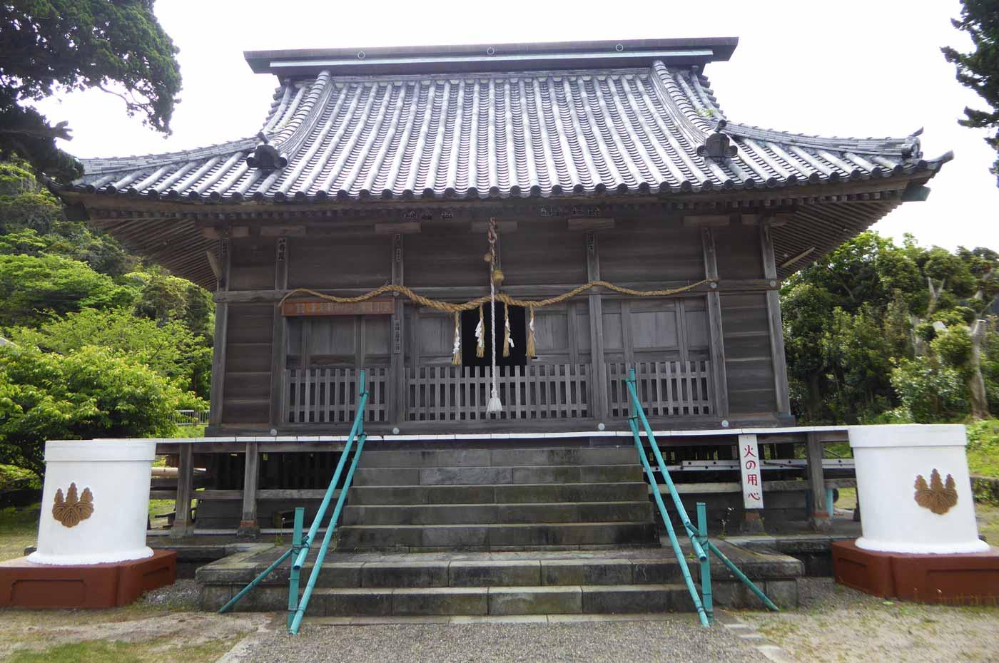 布良崎神社拝殿