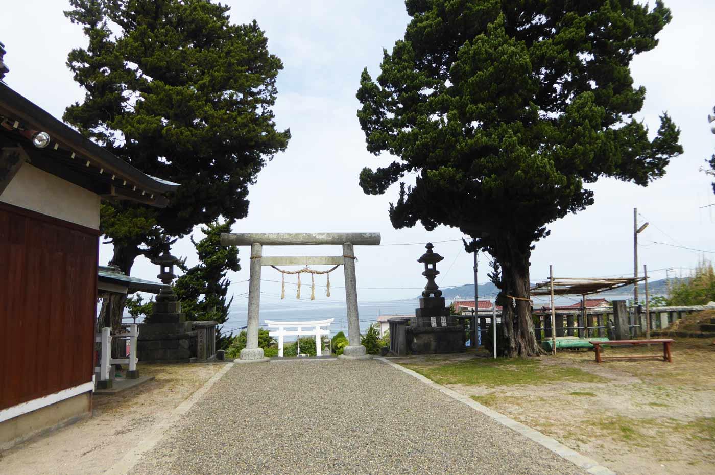 布良崎神社の上の境内
