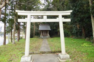 根方神社の拝殿