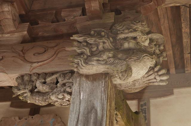 後藤義孝の木鼻(右)の彫刻
