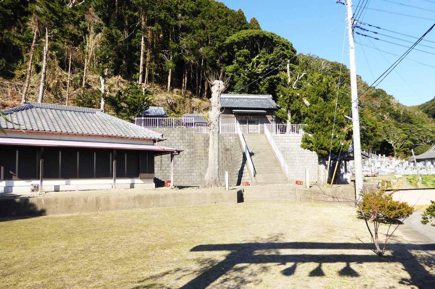 若宮八幡神社の全景