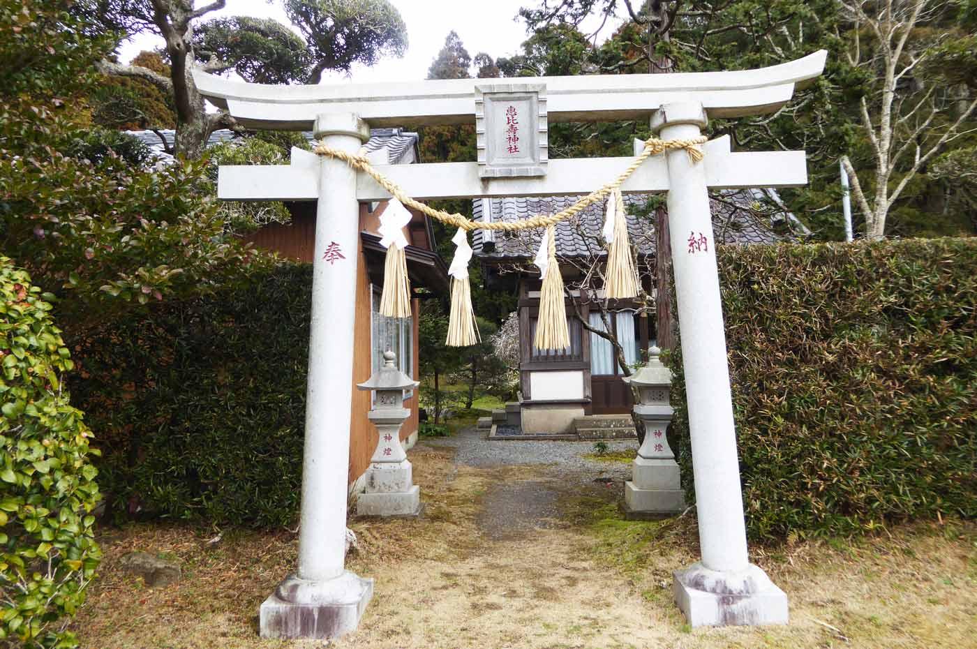 恵比寿神社の鳥居と本殿