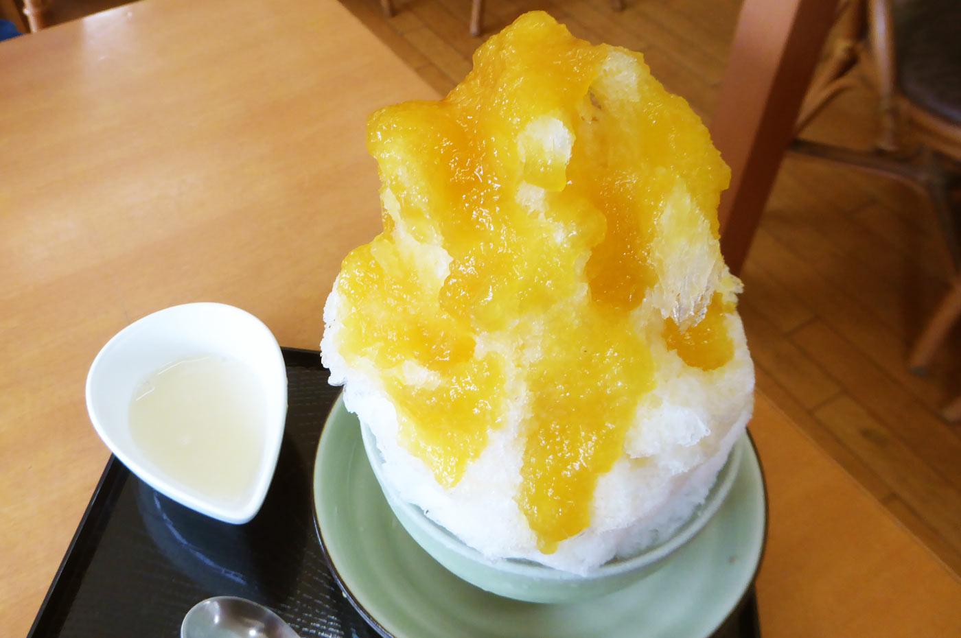マンゴーと杏仁豆腐のかき氷