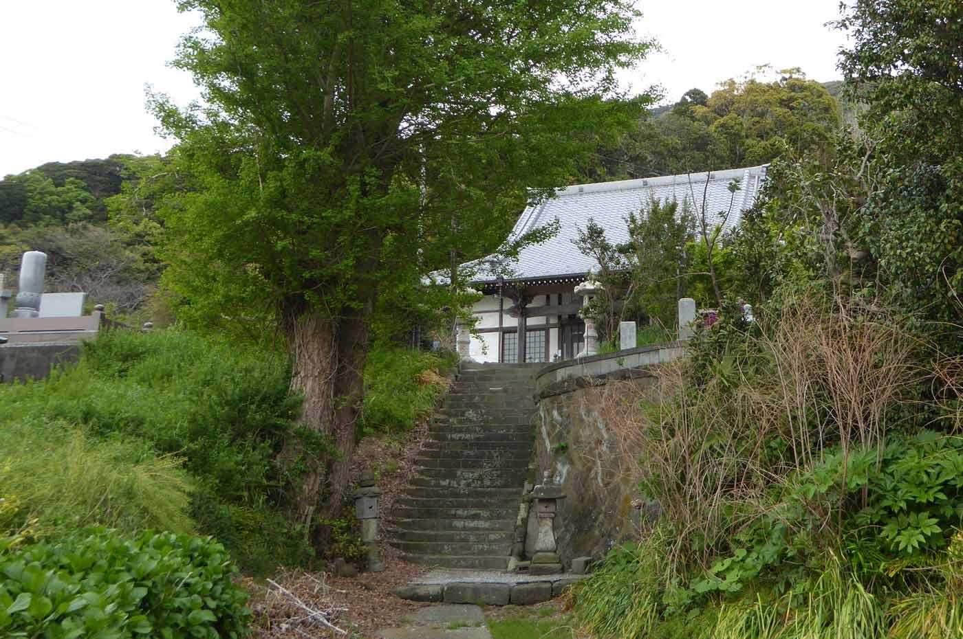 昌龍寺本堂への階段