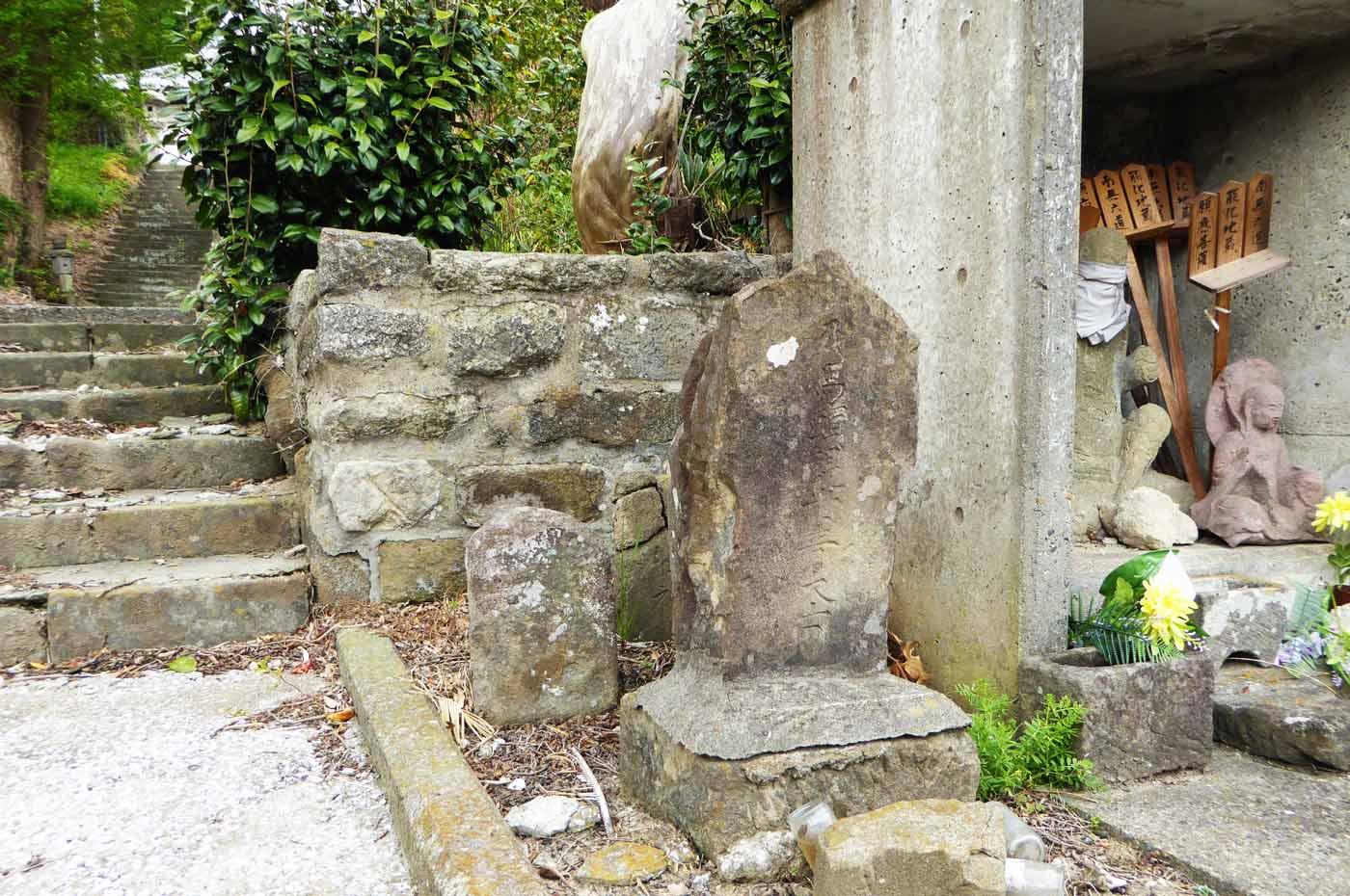 昌龍寺参道入り口の石碑