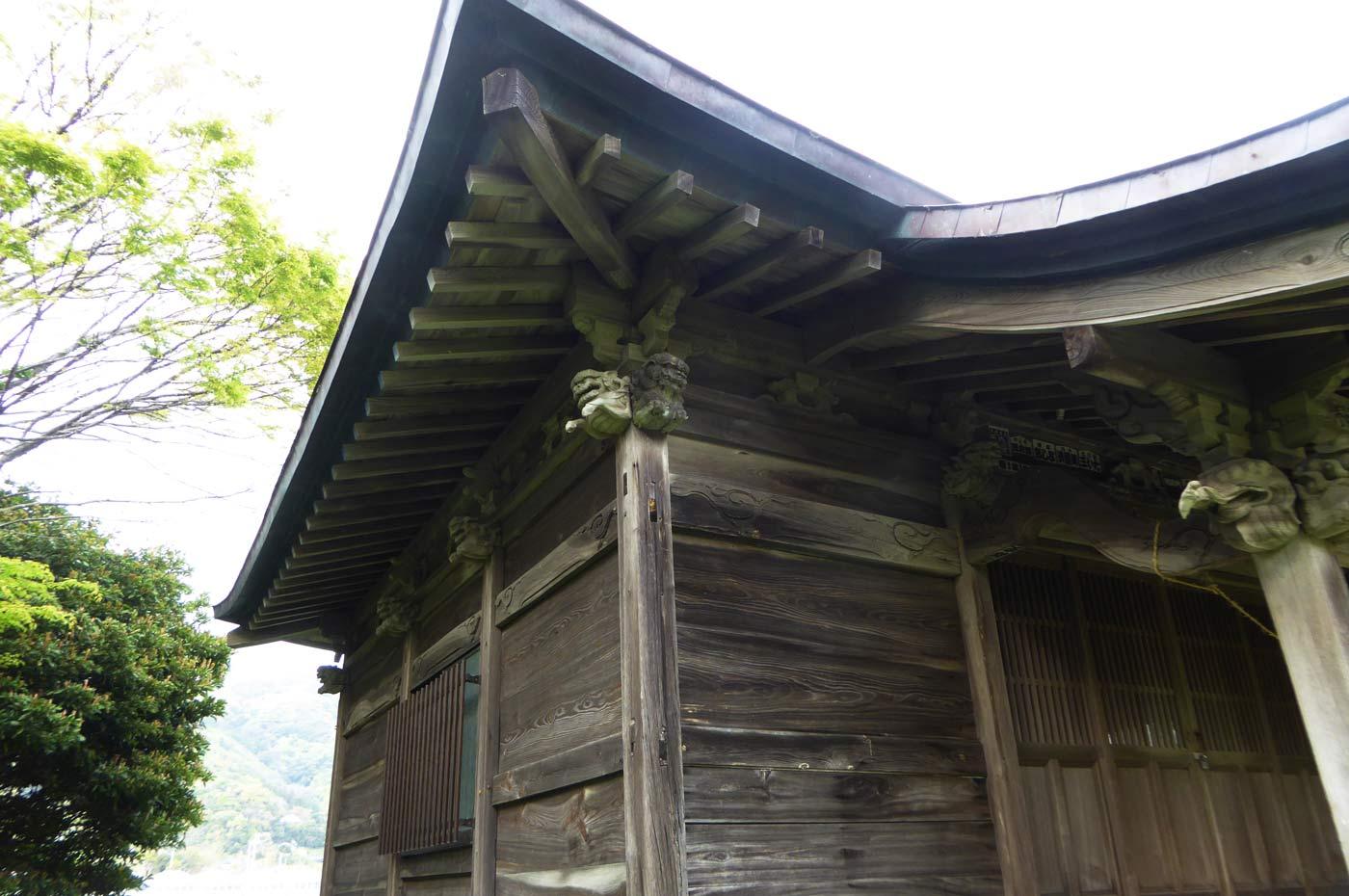 拝殿左側の画像