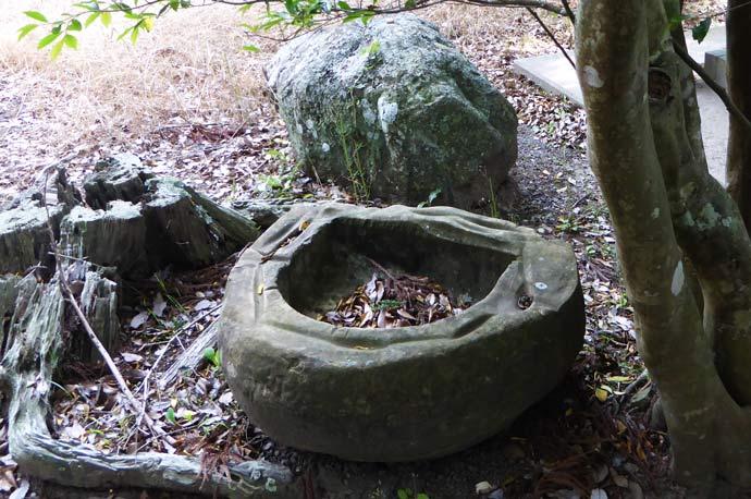 打墨神社小さな手水石の画像