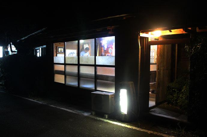 マタギの店舗外観(夜)