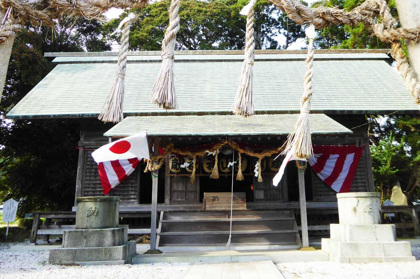 莫越山神社の拝殿の飾り