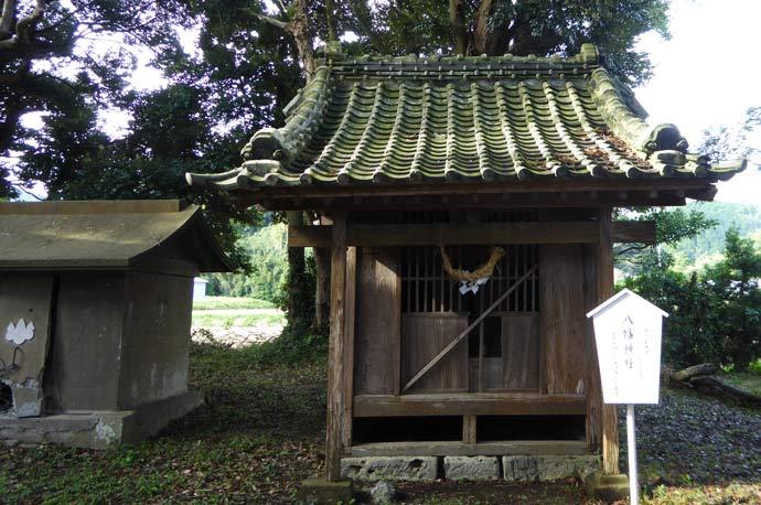 莫越山神社本殿裏の八幡神社
