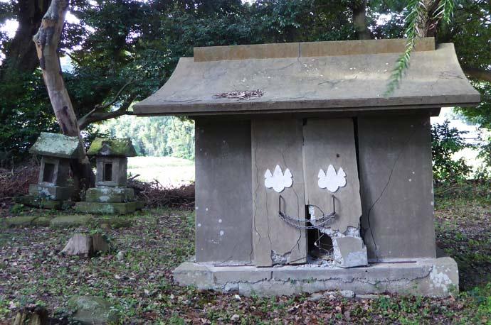 莫越山神社の御神庫