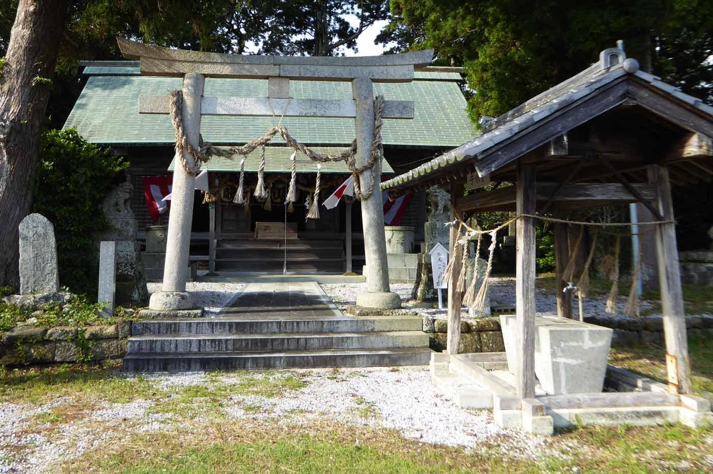 莫越山神社拝殿