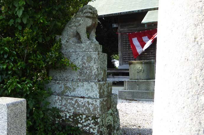 莫越山神社の狛犬(左)