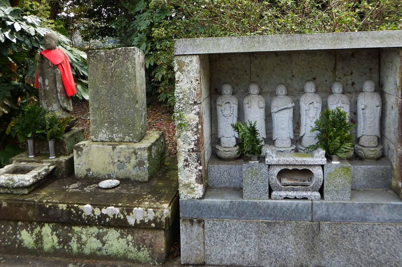 福性院境内の六地蔵の画像