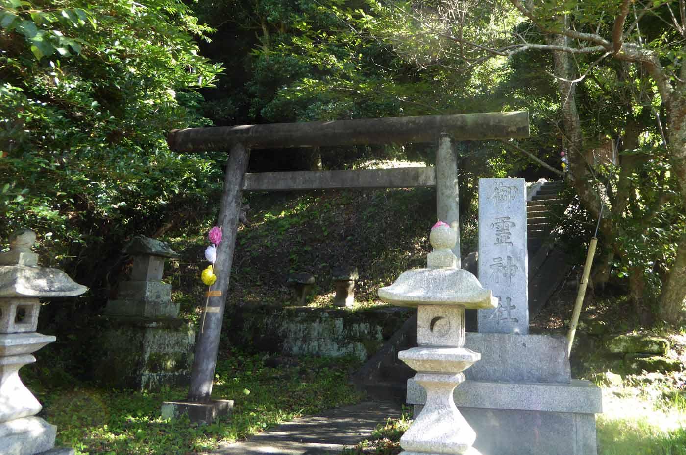 御霊神社参道の画像