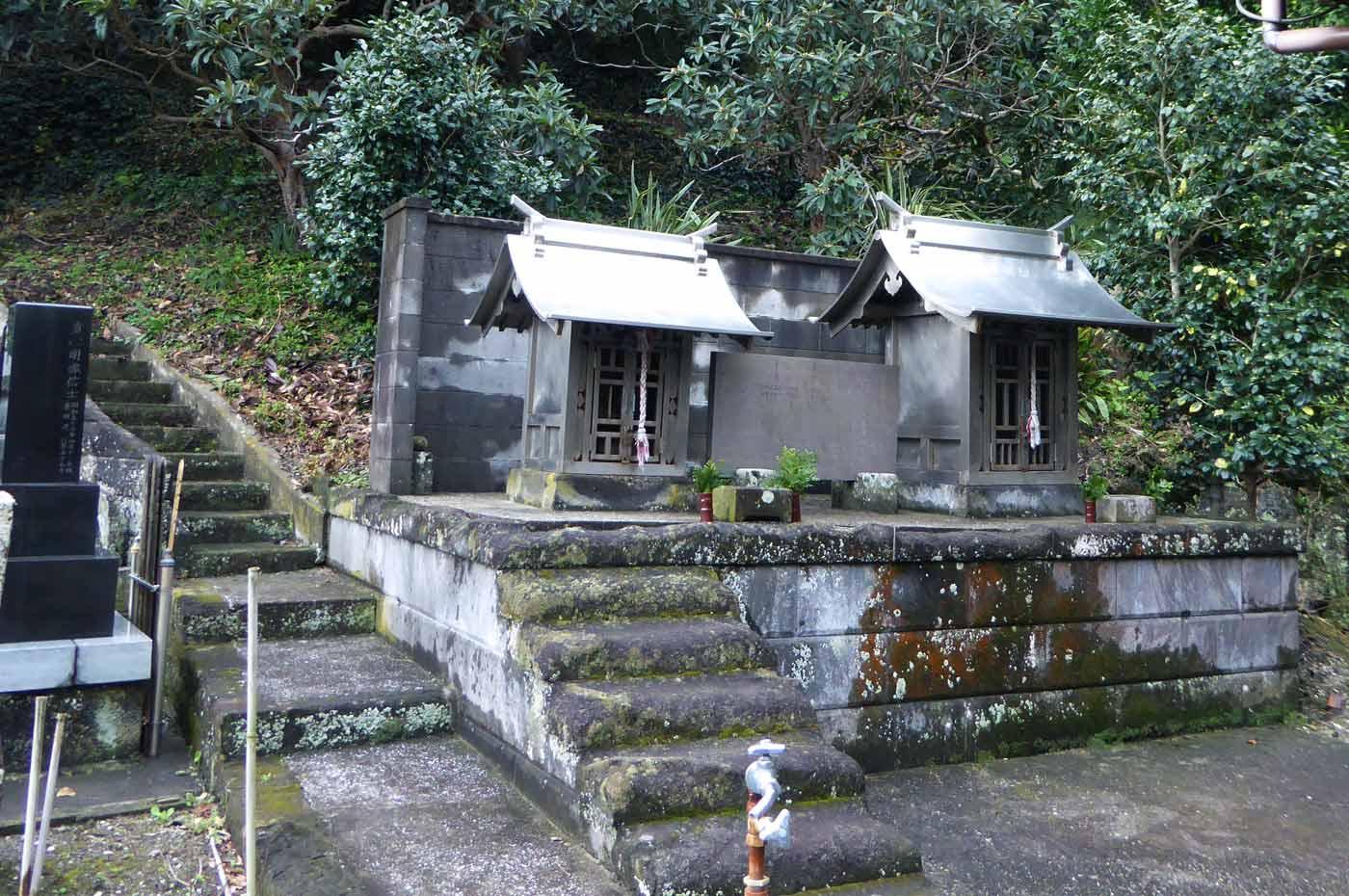 海禅寺本堂横の社の画像