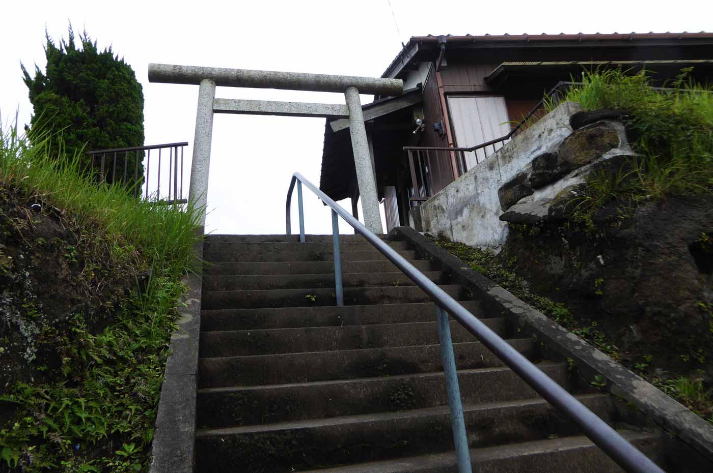 竈神社の鳥居の画像