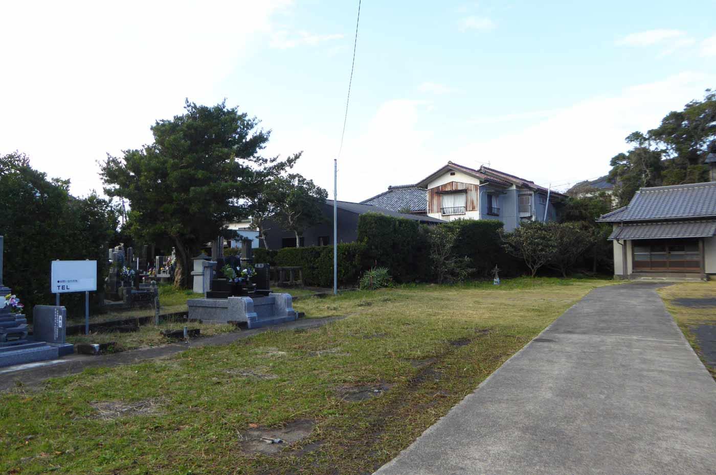 金光寺の本堂と境内の画像