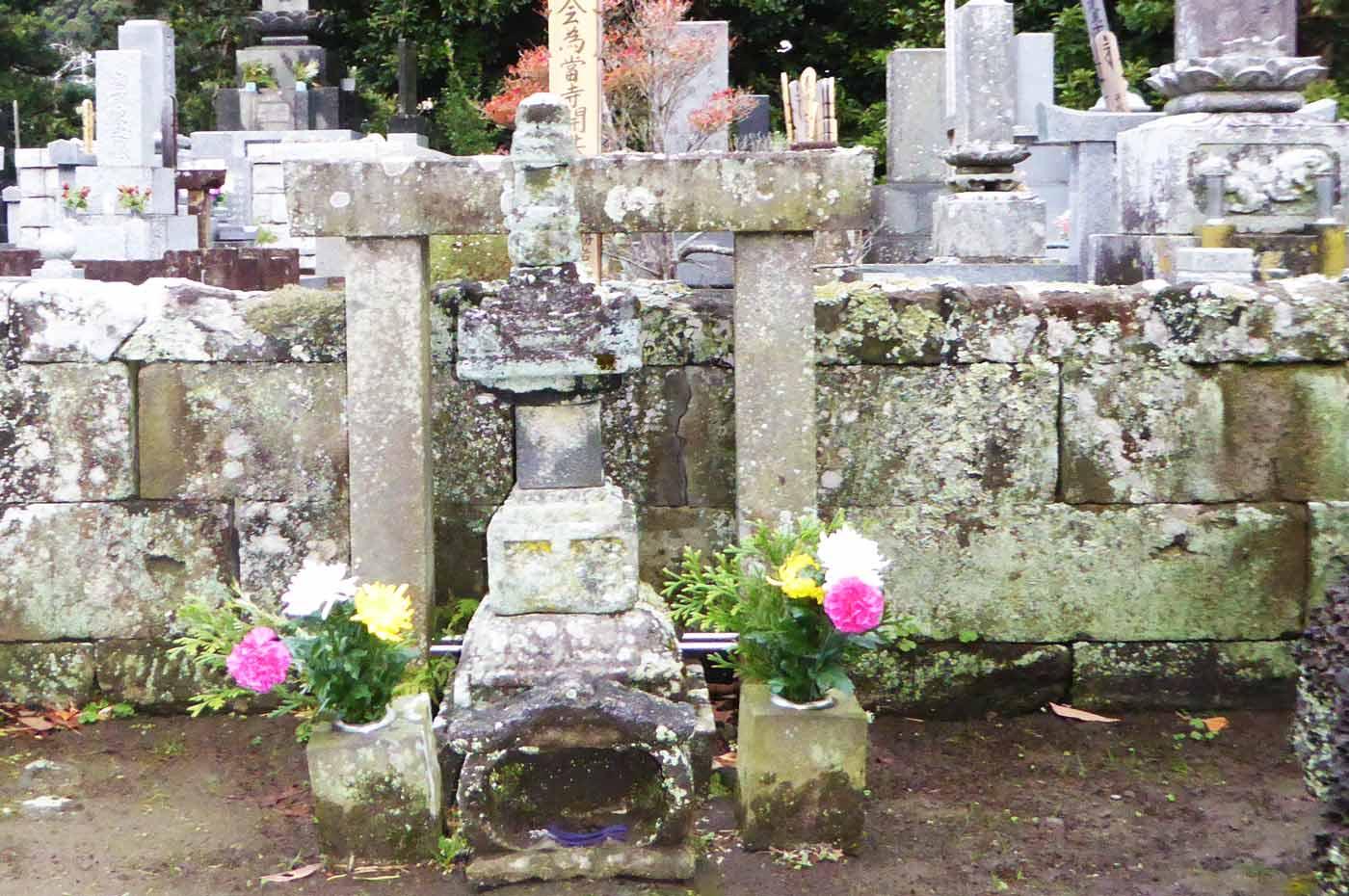 光厳寺の里見義頼の墓の画像