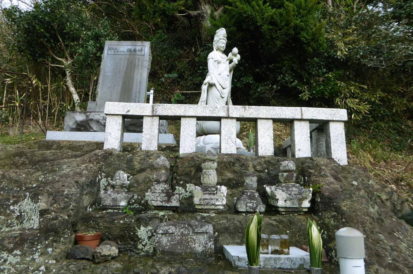 里見氏の墓のアップ画像