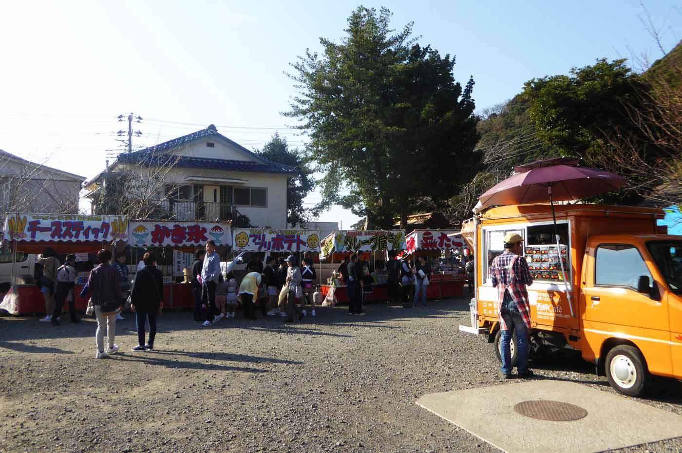 那古寺境内の露店