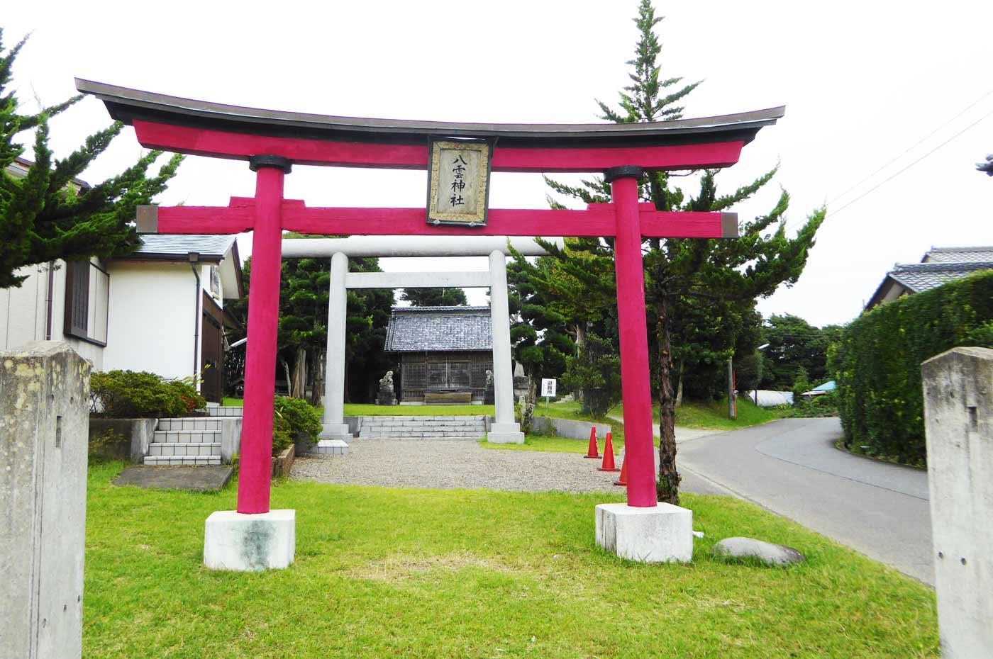 八雲神社の境内の画像