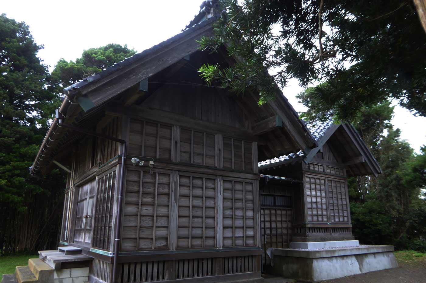 八雲神社本殿と拝殿の画像