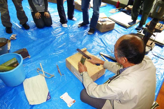 真竹を割る画像