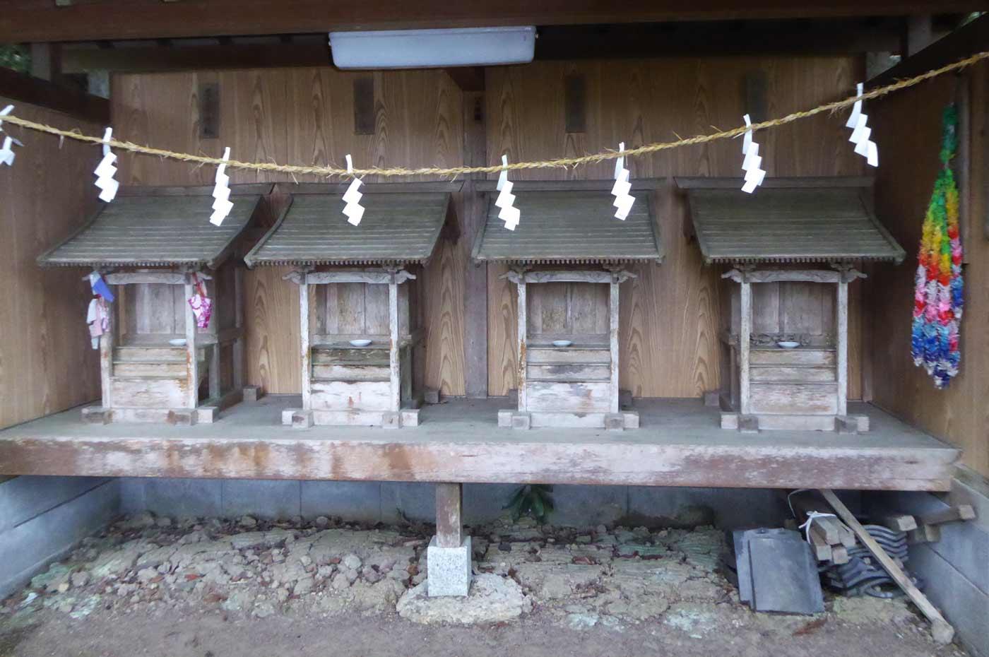 下立松原神社拝殿左の別殿の画像