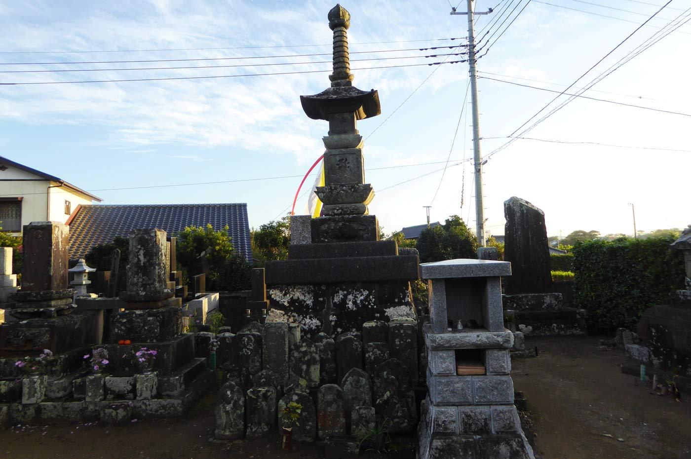 東福院宝篋印塔の画像