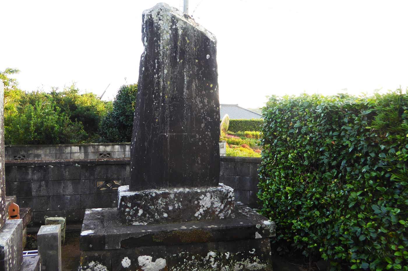 東福院境内の石碑の画像