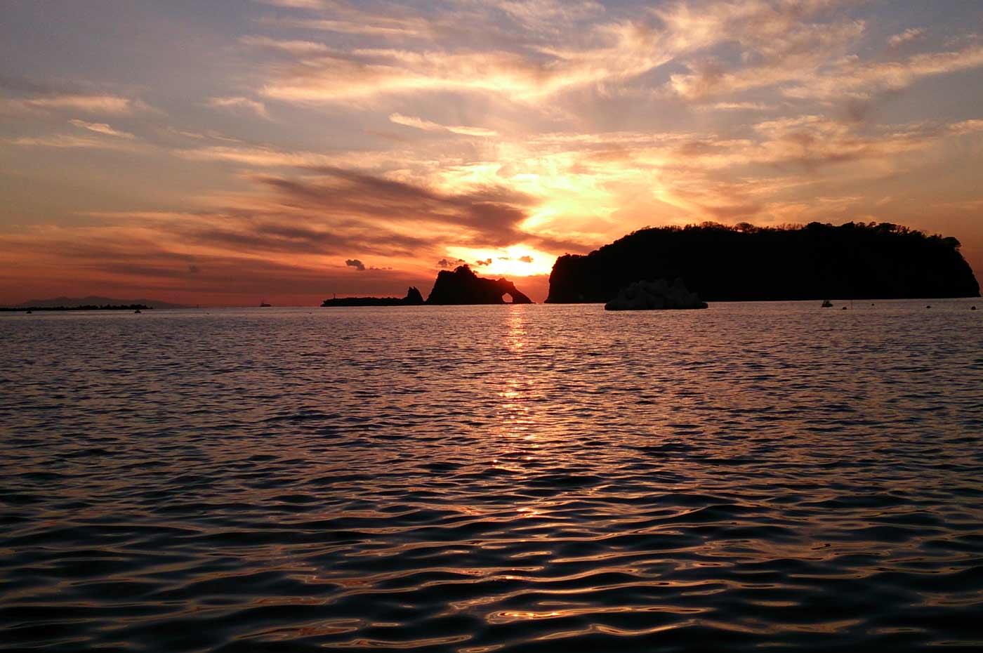 日没前の浮島の画像