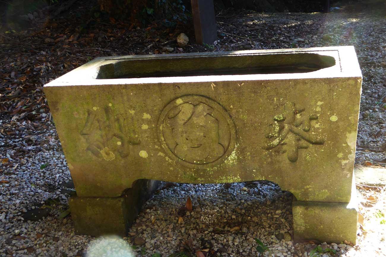 厳島神社の手水石の画像