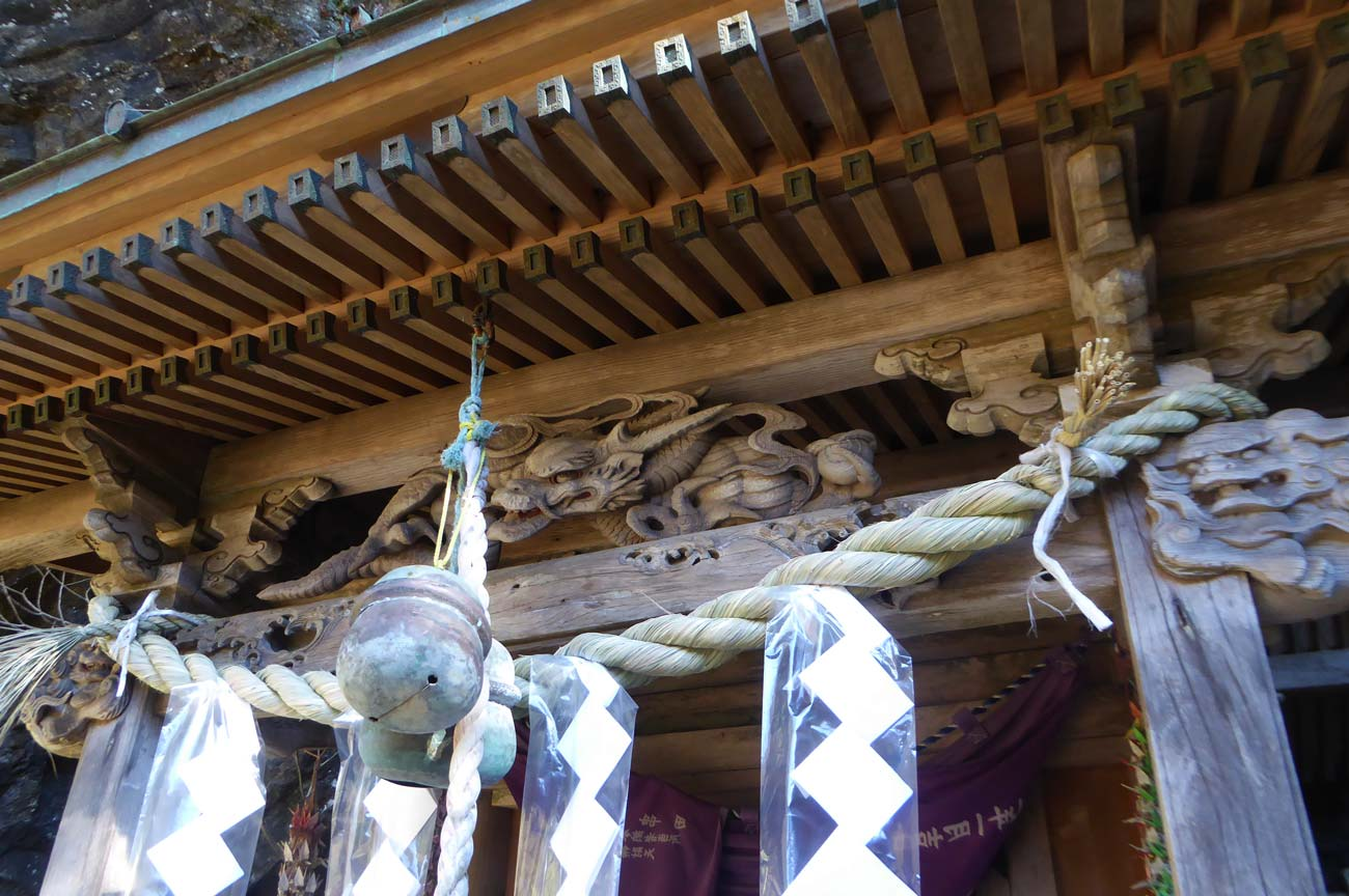厳島神社向拝の龍の彫刻の画像