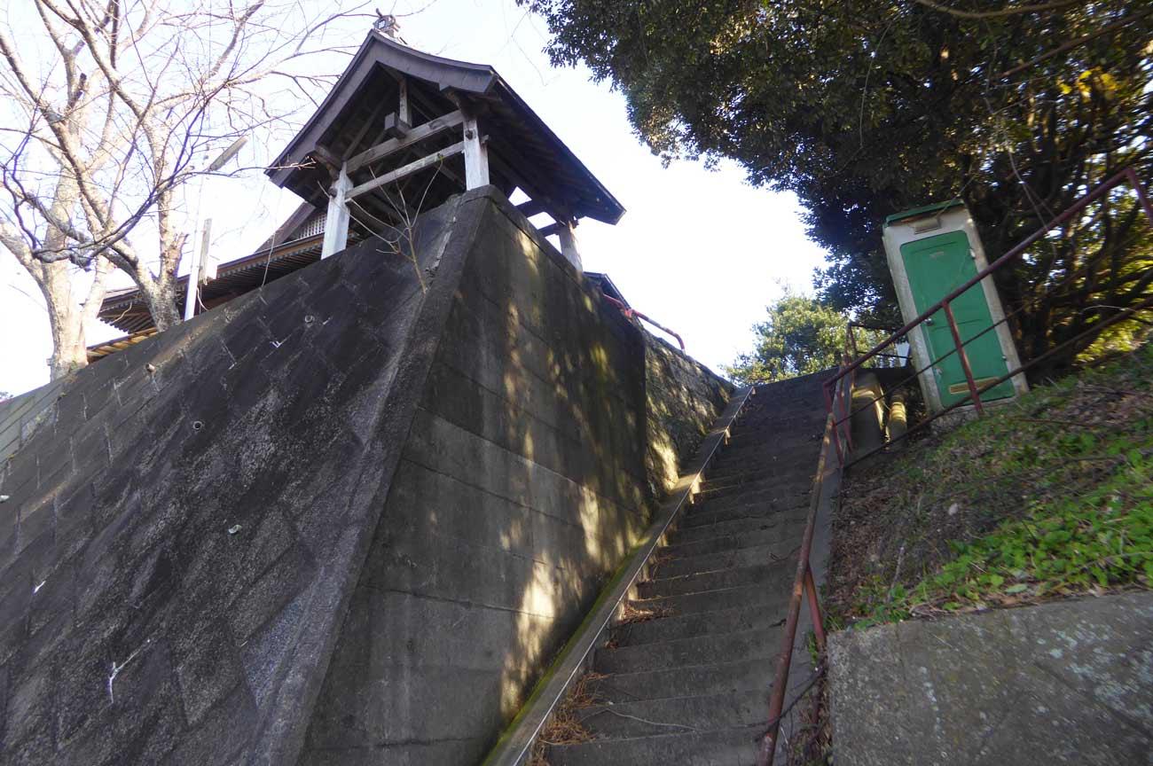 金銅寺本堂への階段