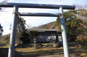 御嶽神社の鳥居と拝殿