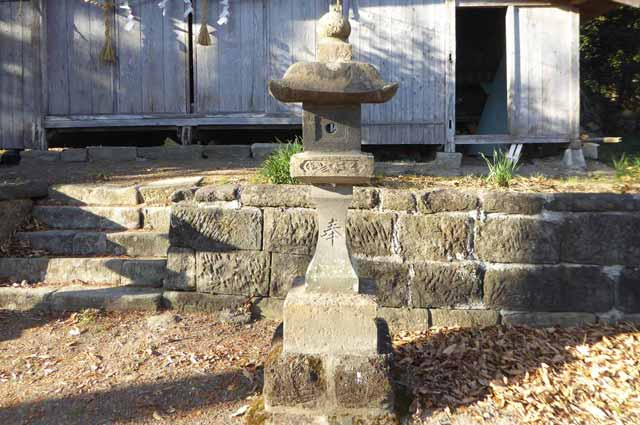 御嶽神社石灯篭(右)の画像