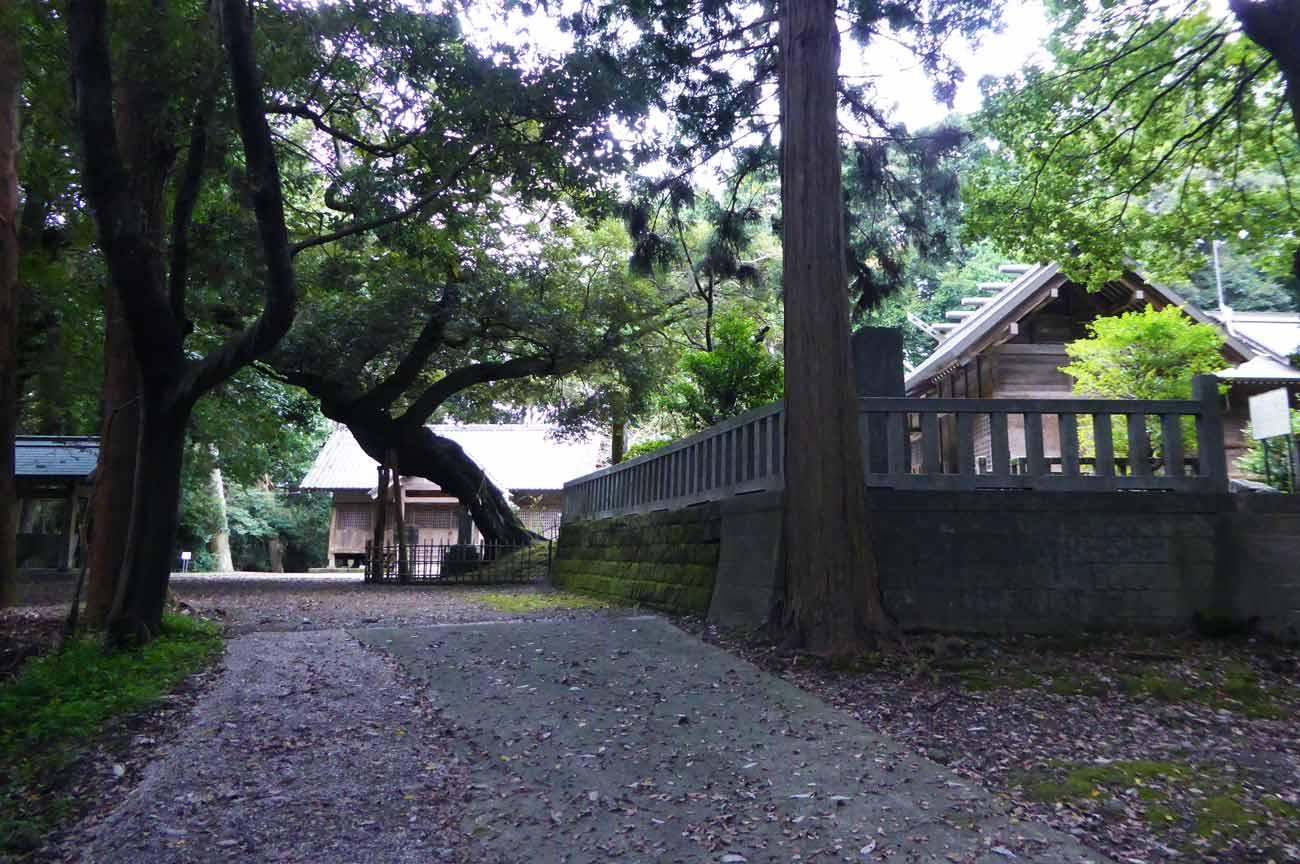 莫越山神社中段の境内の画像