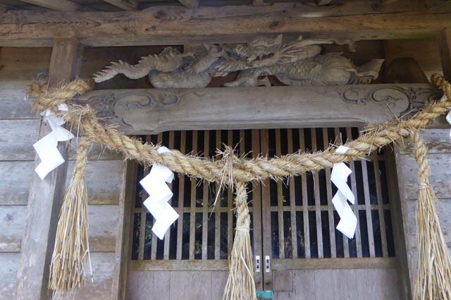 十二天神社向拝の龍の彫刻の画像