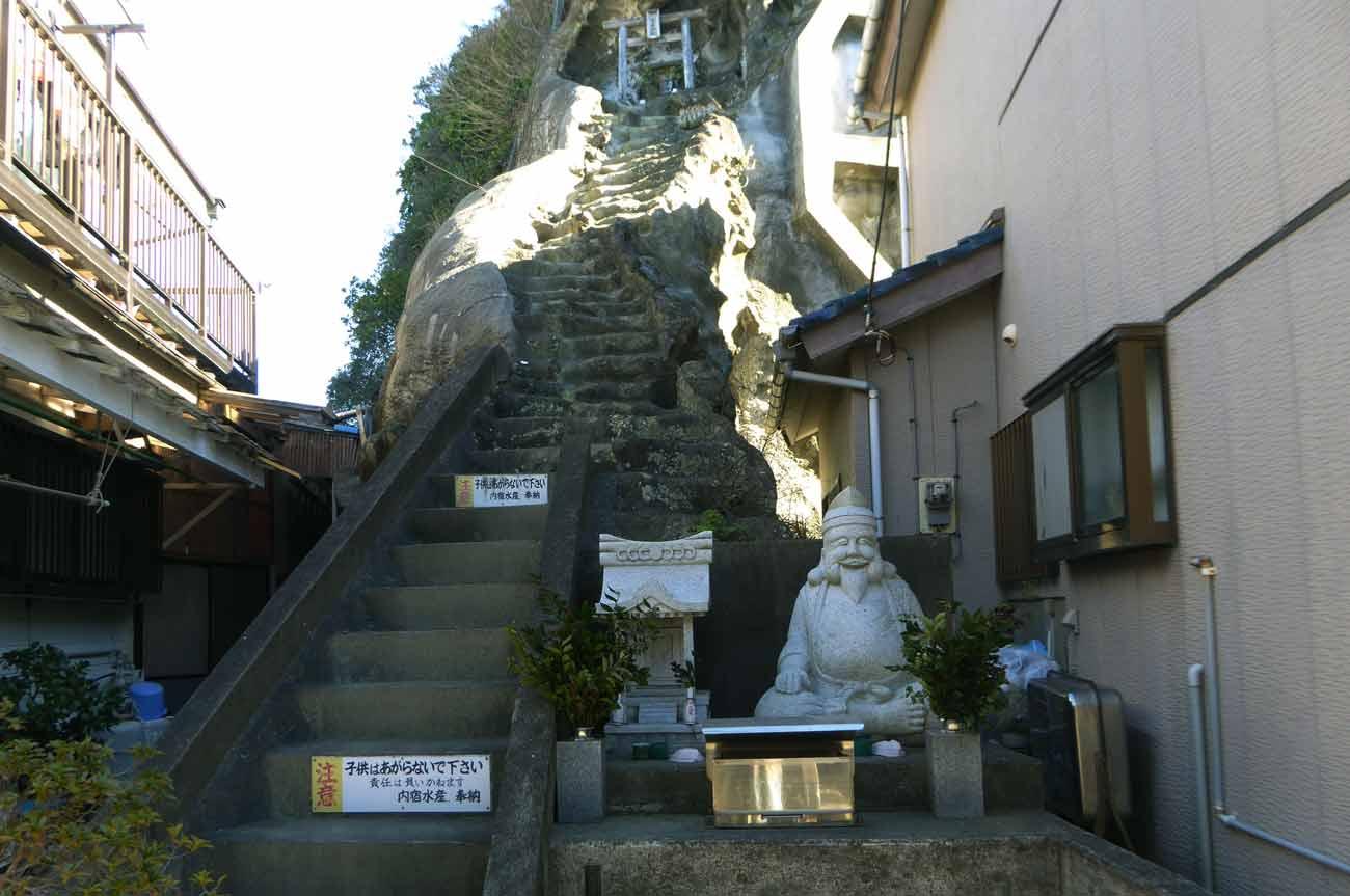 古峯神社の長く急な階段の画像