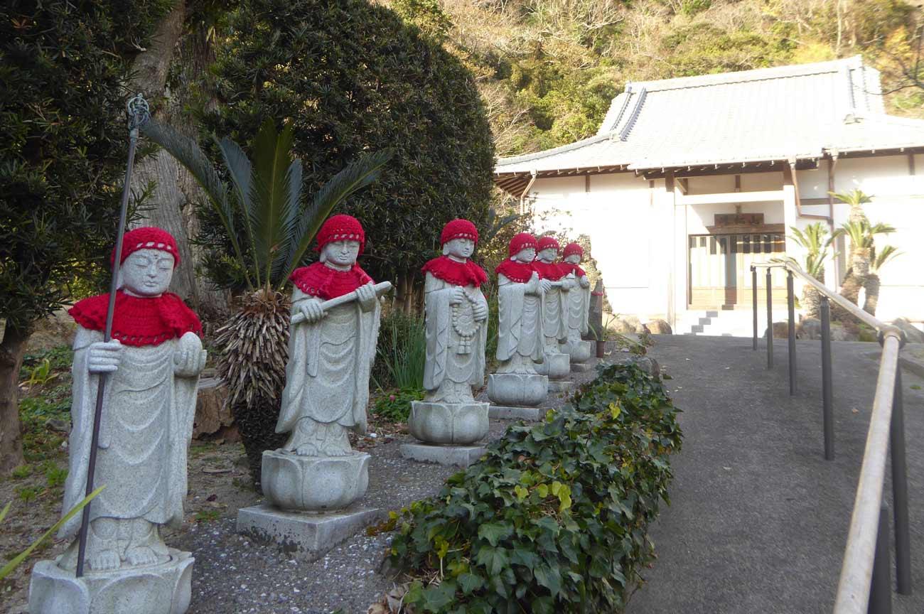 善導寺境内の六地蔵の画像